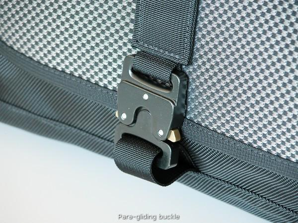 Cargo bag closure
