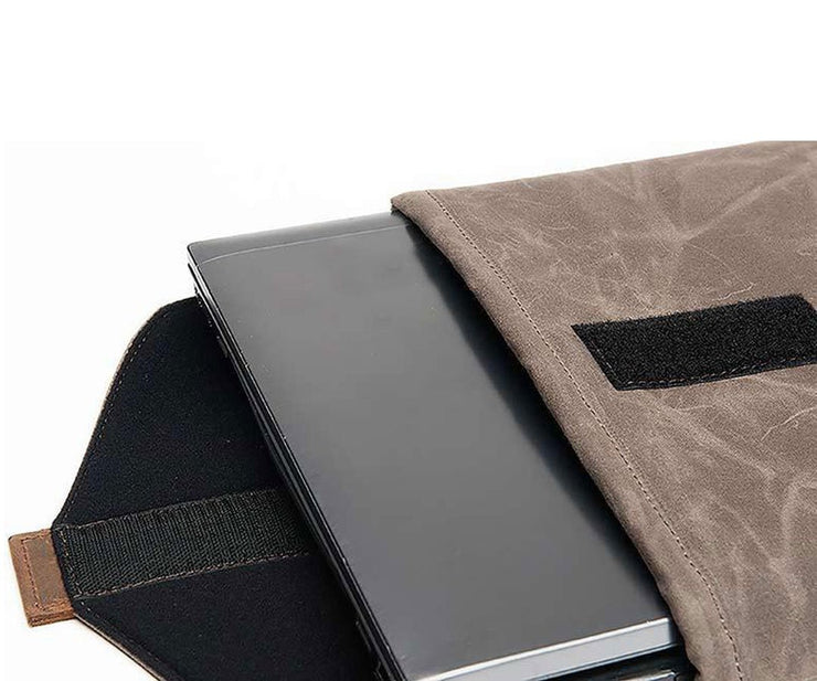Laptop is protected with thick neoprene lining