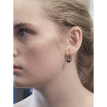 Load image into Gallery viewer, Tabitha Singular Earring Silver Plating