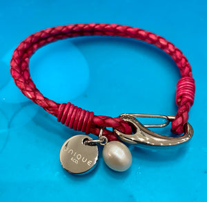 Leather bracelet with steel shrimp clasp and pearl charm -19 cm