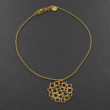Load image into Gallery viewer, MÁS DETALLES DE CUADRADO AL CUADRADO SHORT PENDANT GOLD