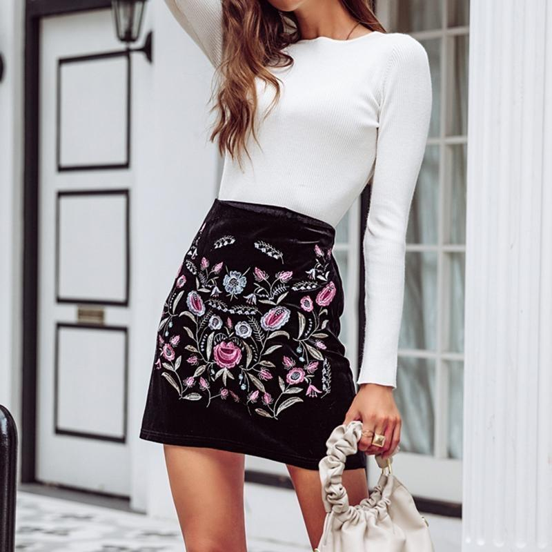Black Boho Mini Casual Floral Embroidery Skirt - S