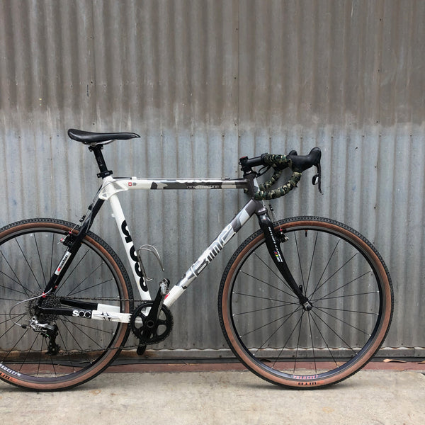 Performance Road Bike - Modern BMC High End Race Bike - For Studio Rental