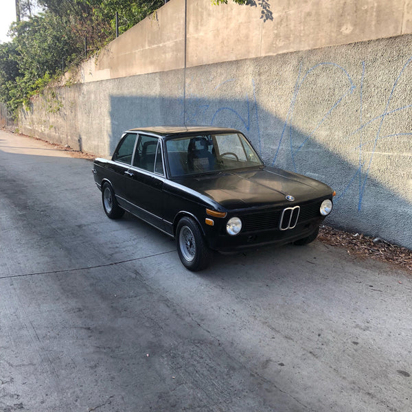 BMW 2002 - 1976 - Classic Vintage Sports Sedan - Picture Car Studio Rental