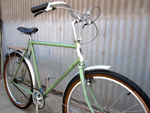 Gentlemen's City Bike - Classic Sage and Cream Bicycle - Studio Rental