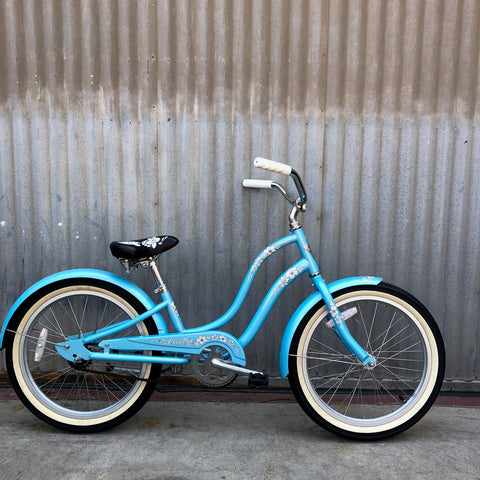 Kid's Stepthrough Vintage Style Child's Blue Cruiser - Studio Rental