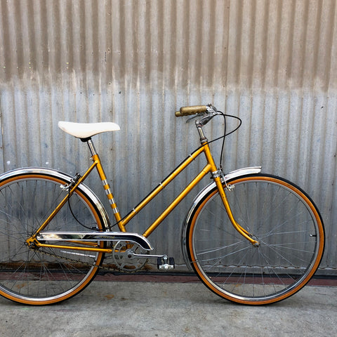Women's City Bike Stepthrough - Classic Gold English Bicycle - Studio Rental