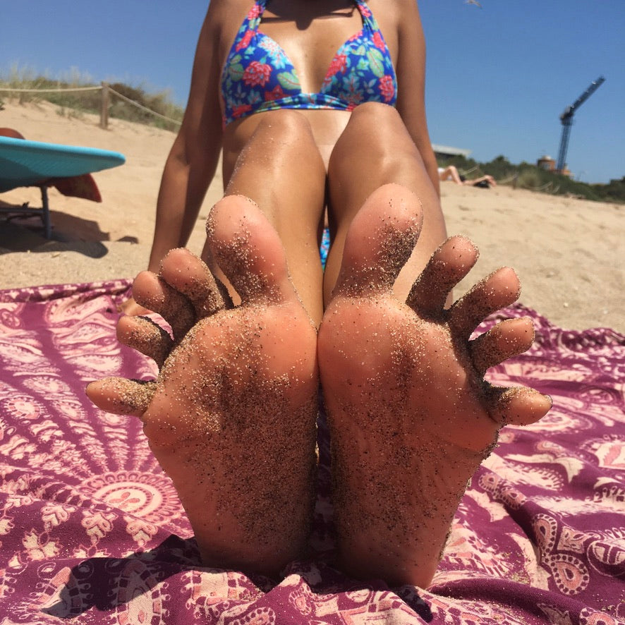 Mar's Feet in The Beach! (9 pics)