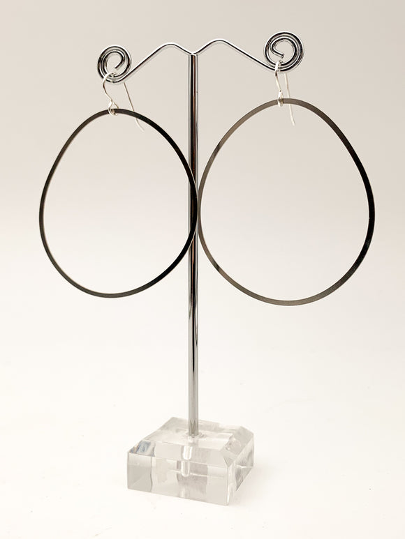 Organic Line Circle Earrings by Daphne Olive