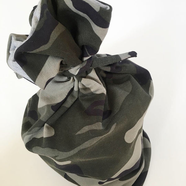 Beanie/tube i grøn army look str. 2-4 år. - TrikkerDesign