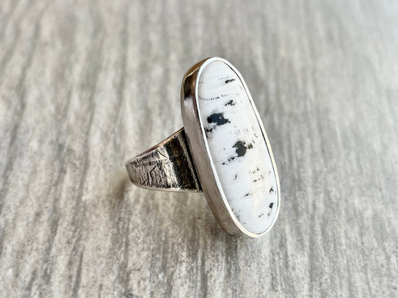 White Buffalo Ring with Leaf Imprint Band and Gold Accent