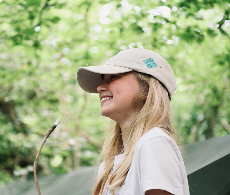 girl in ed stafford cap