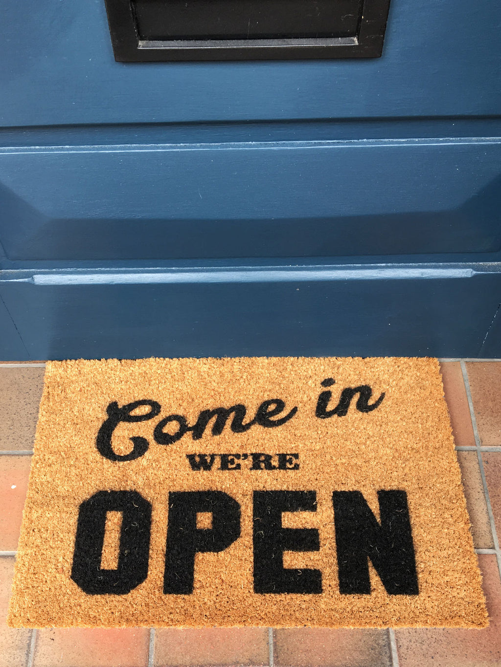 Artsy Slogan Doormat 'Open'