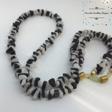 Load image into Gallery viewer, Genuine Onyx & Agate Spectacle Chain - Pirouette Jewellery Designs