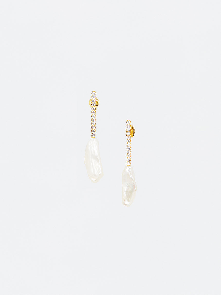 RS.IL.E.020 | CRYSTAL LINE BAR AND KESHI PEARL EARRINGS