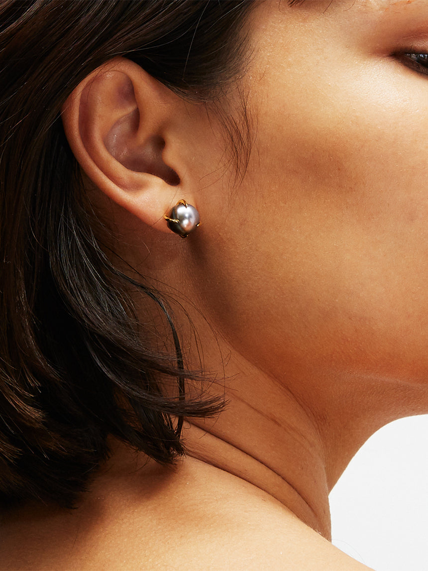 RS.IP.E.001 | FIJI PEARL CLAW STUD EARRINGS