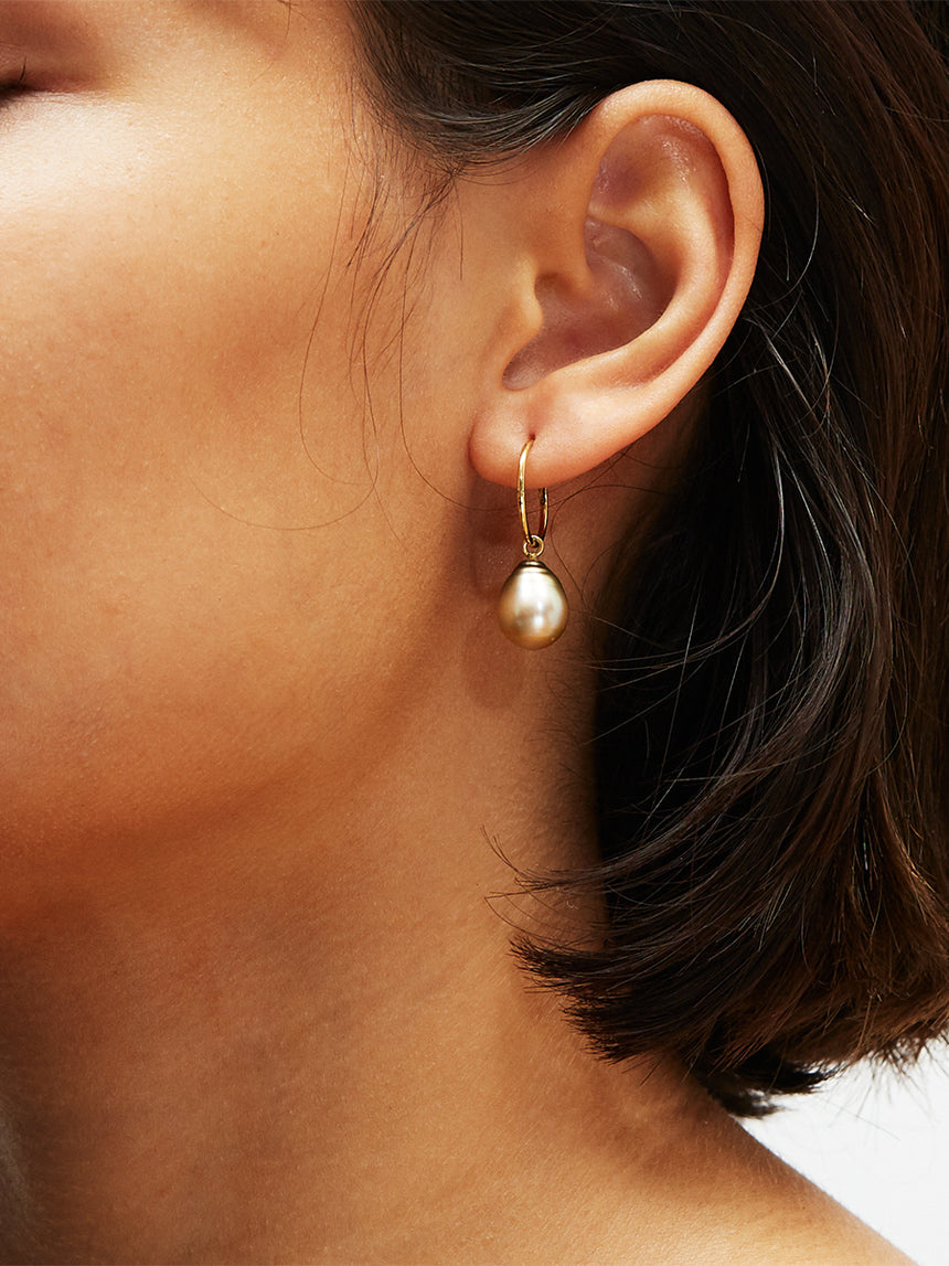 RS.IP.E.002 | FIJI PEARL DROP HOOP EARRINGS