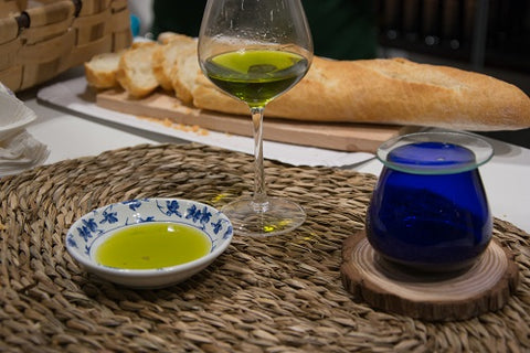 Olive-oil-tasting-and-tapas-at-olives-and-more