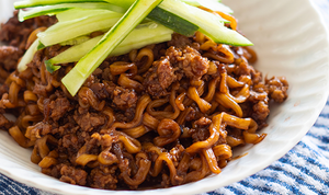 Simple Jajangmyeon (Noodles in Blackbean Sauce)