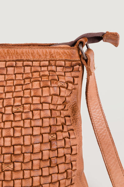 WOVEN - Medium Cross Body Bag - Tan