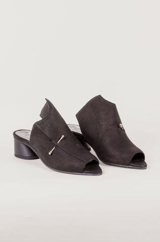 PAPUCEI - Heeled Pin Slip on - Black