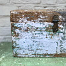 Load image into Gallery viewer, Lilac Vintage Trunk