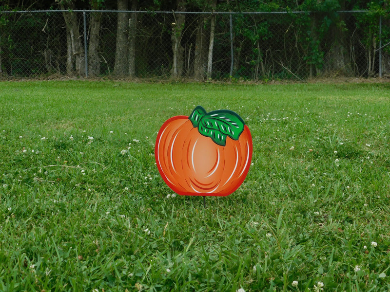 completed yard art pumpkin with right facing leaves
