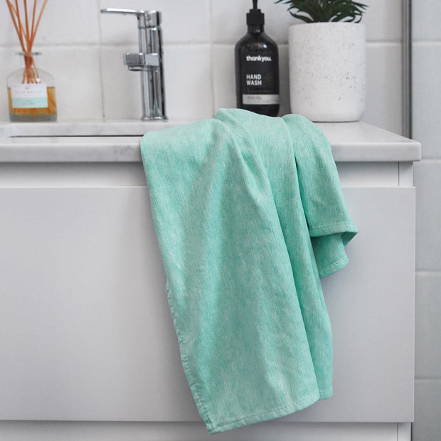 quick dry bath towels in light green dock and bay