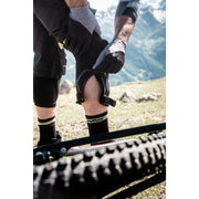 RACER Knee Guards - Motion