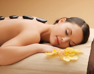 Gutschein - Hot Stone Massage inkl. Day Spa // Open Sky Spa Frankfurt