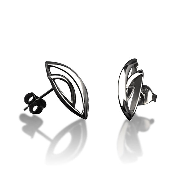 Simpukka Stud Earrings