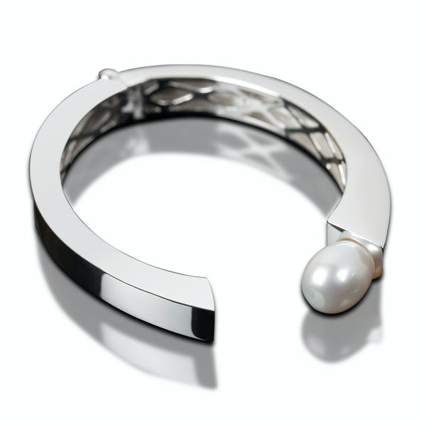 Venus Sweetwater Pearl Bangle