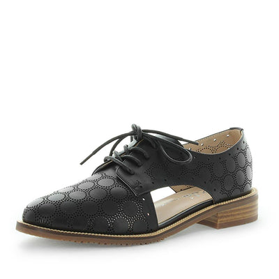 holler, zola collection, zola, leather flat, leather shoes, womens shoes, ladies shoes, womens leather shoes, womens leather flats, leather lace-up, leather lace ups, leather lace up shoes, flexible shoes, dressy lace up, black lace ups, black leather flat lace up