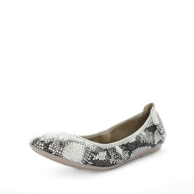 womens flats, ladies flats, womens shoes, everyday shoes, trendy everyday shoes, animal print flats, flexible flats, slip on shoes, slip on flats, wilde, senny