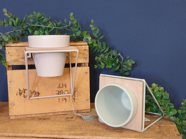 Wall planter - plant pot shelf