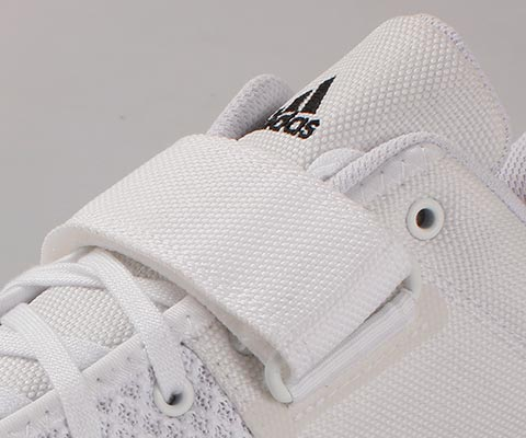 Velcro locking strap helps secure the mid foot, locking it in place and reducing movement within the shoe