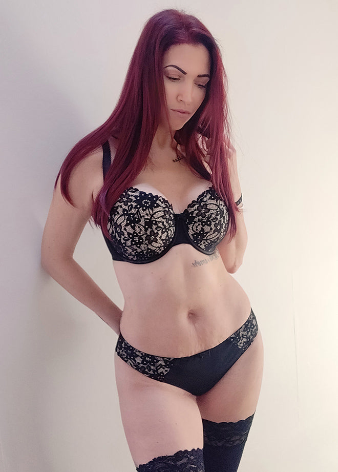 Ana wears Curvy Kate Vixen in Black