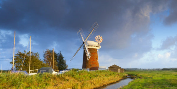 visit the broads norfolk uk boating holiday