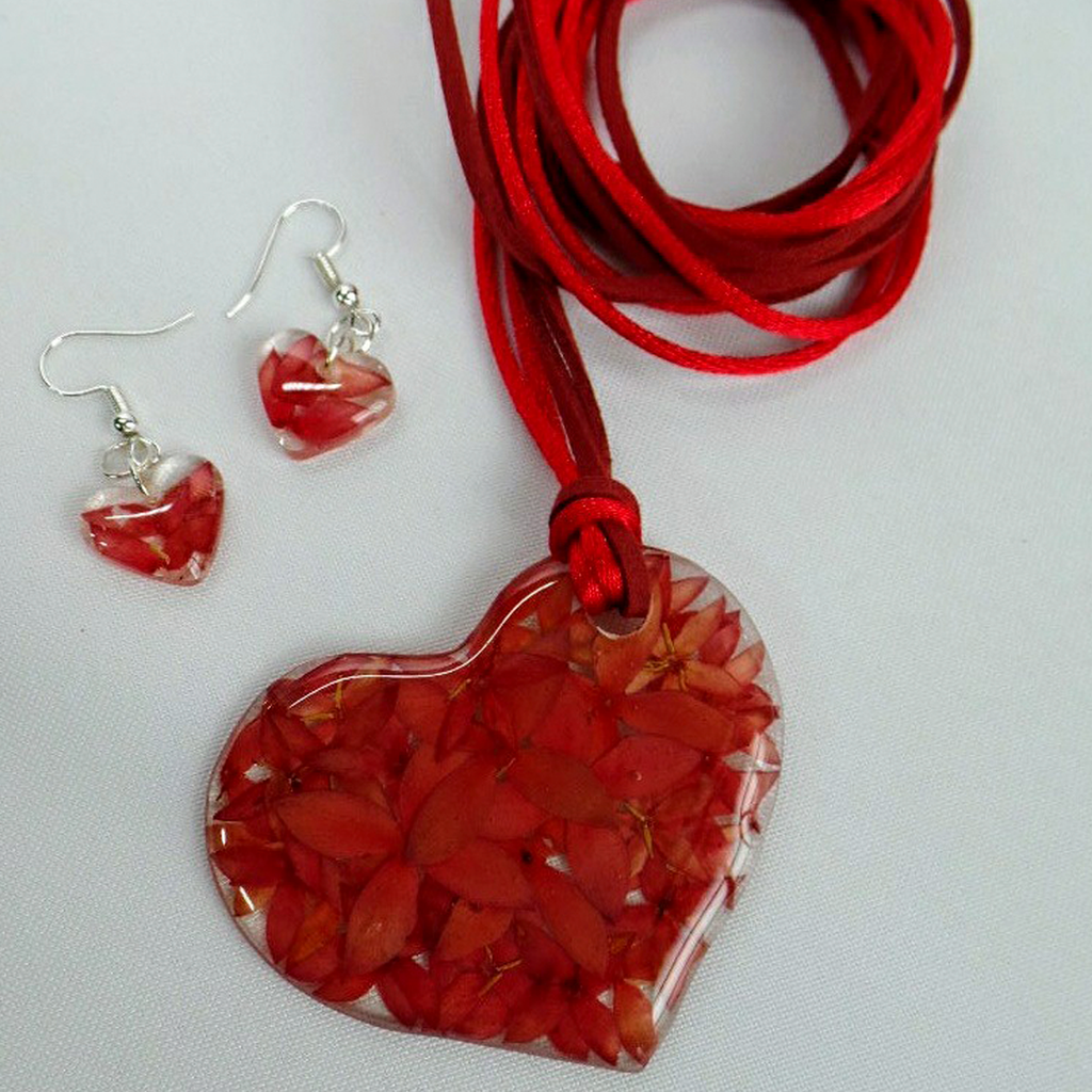 Penta Flower Complete Set - Side Heart Necklace and Earrings - Red