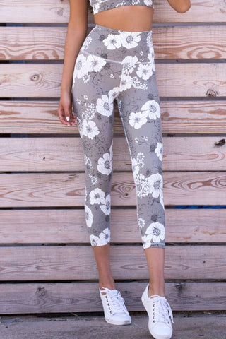 HIGH WAIST FLORAL CAPRI LEGGINGS