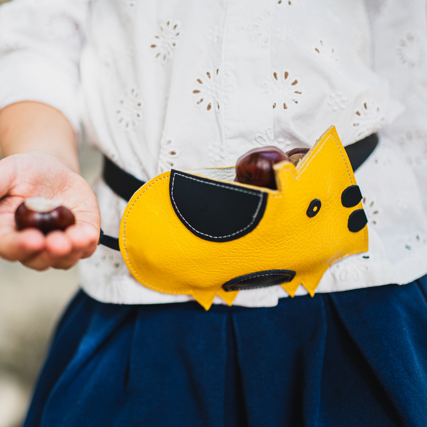 Child wearing Eperfa leather belt bag pig, yellow