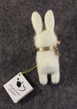 Load image into Gallery viewer, Key ring Rabbit