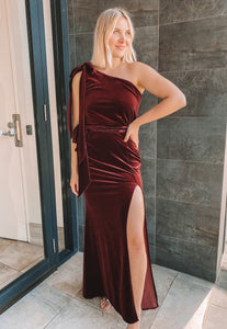 Love Honor - Layla Velvet Gown (Size 12)