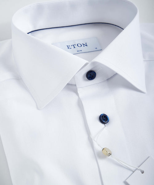 WHITE TWILL CONTEMPORARY FIT SHIRT WITH CONTRAST BUTTONS / NAVY