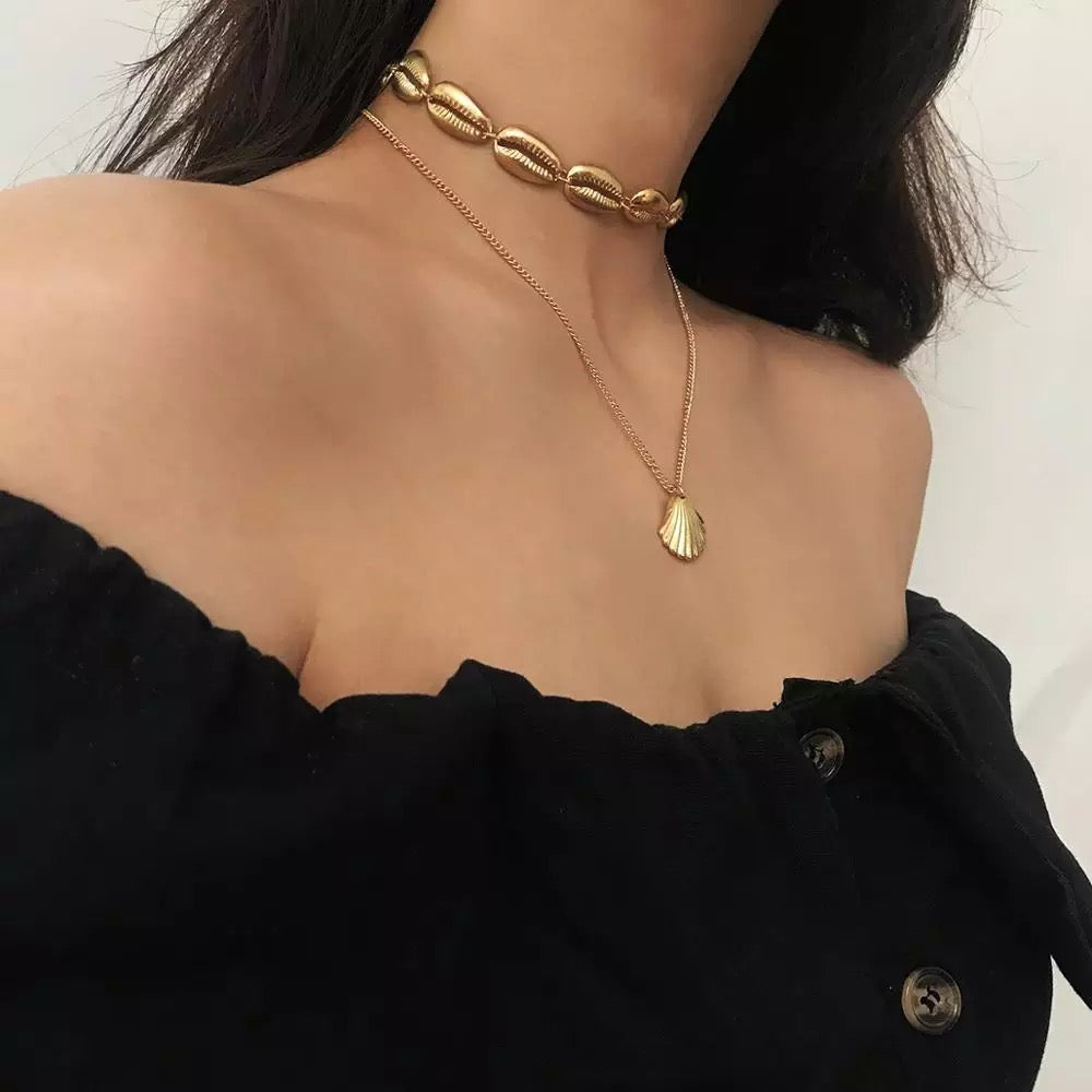 Choker necklace plated gold hypoallergenic with a small shell