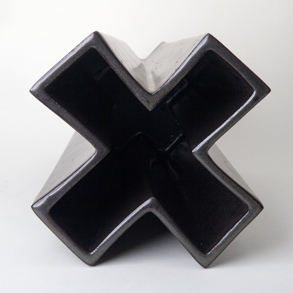 Vaso Cruz Negro Ceramic Sculpture