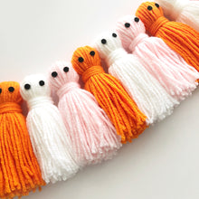 Load image into Gallery viewer, Ghost Tassels Garland, Yarn Ghosts Halloween Garland, Halloween Party Banner, Pom Pom Room Decor