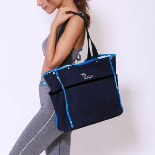 Waves Canvas Tote in Navy