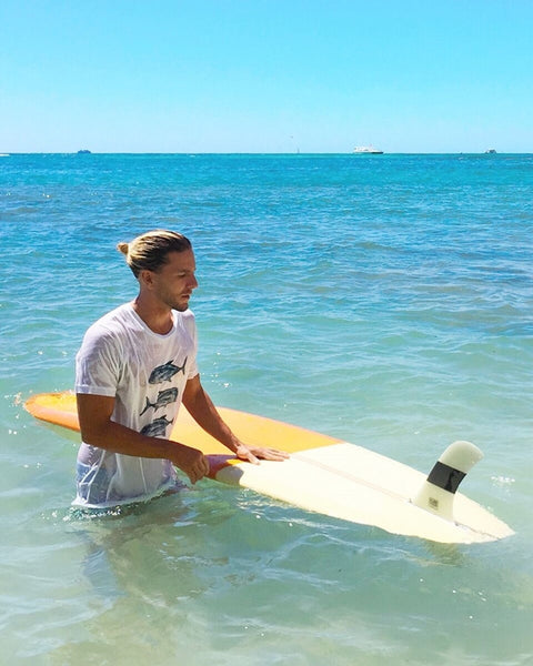 Ulua t-shirt with surfboard