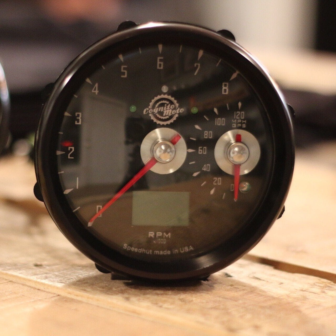 Cognito Moto GPS Speedo and large Tach